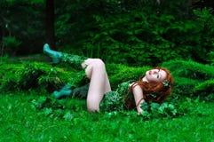 Giovane bella ragazza dai capelli rossi nell'immagine dell'edera di veleno del libro di fumetti Immagine Stock Libera da Diritti