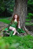 Giovane bella ragazza dai capelli rossi nell'immagine dell'edera di veleno del libro di fumetti Fotografia Stock Libera da Diritti