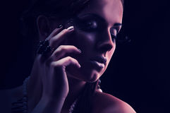Giovane bella ragazza nuda con una collana di corallo Immagine Stock Libera da Diritti