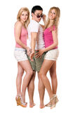 Giovane bello e due belle ragazze Fotografia Stock