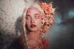 Giovane bello elfo della ragazza Trucco e bodyart creativi immagini stock libere da diritti