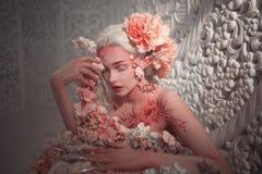 Giovane bello elfo della ragazza Trucco e bodyart creativi fotografie stock libere da diritti