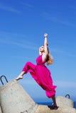 Giovane bello fare della ragazza relativo alla ginnastica Fotografia Stock