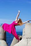 Giovane bello fare della ragazza relativo alla ginnastica Fotografie Stock