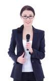Giovane bello giornalista femminile con il microfono isolato su wh Immagine Stock Libera da Diritti