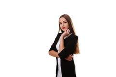 Giovane bello modello femminile in vestito bianco su fondo grigio Fotografia Stock Libera da Diritti