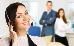 Giovane bello operatore della call center Fotografie Stock Libere da Diritti