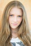 Giovane bello ritratto dell'adolescente - colpo in testa Fotografie Stock Libere da Diritti