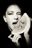 Giovane bello ritratto dell'anguria e della donna Fotografie Stock Libere da Diritti
