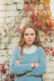 Giovane bello ritratto della donna felice all'aperto Fotografie Stock