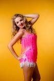 Giovane bionda sexy in un vestito rosa Fotografie Stock Libere da Diritti
