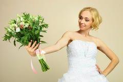 Giovane biondo in vestito da cerimonia nuziale Fotografia Stock