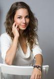 Giovane brunette impressionabile. Immagini Stock Libere da Diritti