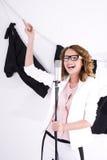 Giovane cantante femminile sembrante naturale di schiocco Fotografia Stock Libera da Diritti
