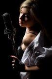 Cantante con il microfono Fotografia Stock