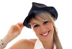 Giovane cappello nero sorridente Fotografie Stock Libere da Diritti
