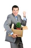 Giovane cardboardbox della stretta dell'uomo d'affari Immagini Stock Libere da Diritti