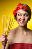 Giovane casalinga nel retro stile Immagini Stock Libere da Diritti