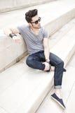 Giovane casuale vestito maschio del modello di modo Fotografia Stock
