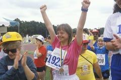 Giovane celebrazione andicappata dell'atleta Immagini Stock Libere da Diritti