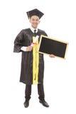 Giovane certificato della tenuta dell'uomo di graduazione e bordo nero in bianco Immagine Stock Libera da Diritti