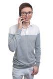 Giovane che comunica sul telefono mobile Fotografie Stock Libere da Diritti