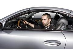 Giovane che conduce la sua nuova automobile fotografia stock