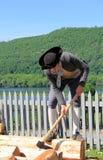 Giovane che dimostra i lavoretti di ogni giorno, Ticonderoga forte, New York 2014 Fotografia Stock