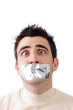 Giovane che ha nastro grigio del condotto sulla sua bocca fotografia stock