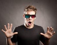 Giovane che indossa i vetri 3d Fotografia Stock