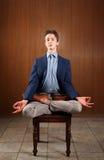 Giovane che Meditating Fotografia Stock