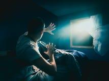 Giovane che ottiene rapito fotografie stock libere da diritti