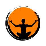 Giovane che si siede nella siluetta arancio di posizione di loto di meditazione di yoga del cerchio illustrazione di stock