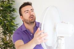 Giovane che soffre dal livello di calore di estate e di alta umidità Fotografia Stock Libera da Diritti