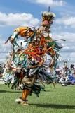 Giovane Colorfully vestito al powwow Immagine Stock