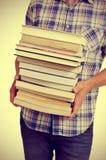 Giovane con i libri, con un effetto del filtro Immagini Stock