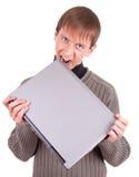 Giovane con il computer portatile fotografie stock libere da diritti