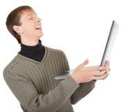 Giovane con il computer portatile immagini stock