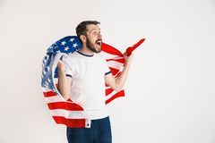 Giovane con la bandiera degli Stati Uniti d'America immagini stock libere da diritti