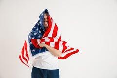 Giovane con la bandiera degli Stati Uniti d'America immagine stock