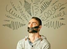 Giovane con la bocca incollata e le linee ricce Fotografia Stock Libera da Diritti