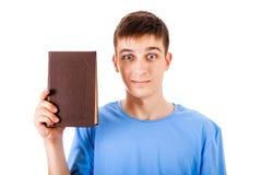 Giovane con un libro Fotografia Stock