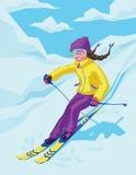 Giovane corsa con gli sci attiva della donna in montagne Fotografia Stock