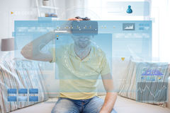 Giovane in cuffia avricolare di realtà virtuale o vetri 3d Fotografia Stock Libera da Diritti