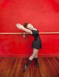 Giovane dancing della ballerina nello studio di balletto Fotografie Stock Libere da Diritti