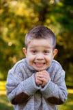 Giovane del ragazzo ritratto all'aperto Fotografia Stock Libera da Diritti