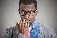 Giovane distogliere lo sguardo ansioso dell'uomo di affari Immagini Stock Libere da Diritti