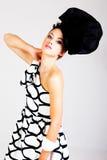 Giovane donna in abbigliamento di alte mode di Haute Immagini Stock