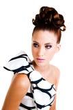 Giovane donna in abbigliamento di alte mode di Haute - isolato Fotografia Stock