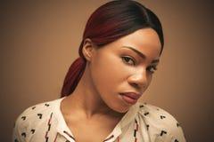 Giovane donna africana di bellezza Ritratto immagini stock